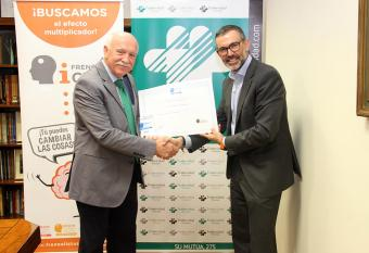Carlos Aranda recibe sello Brain Caring People Empresa (2)